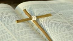 picture of the bible illustrating God's love
